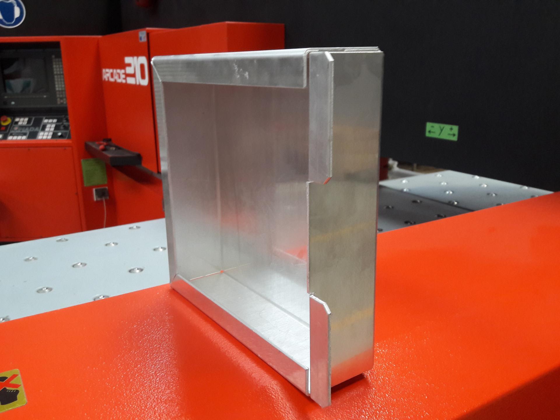 Réalisation d'un pliage en aluminium.
