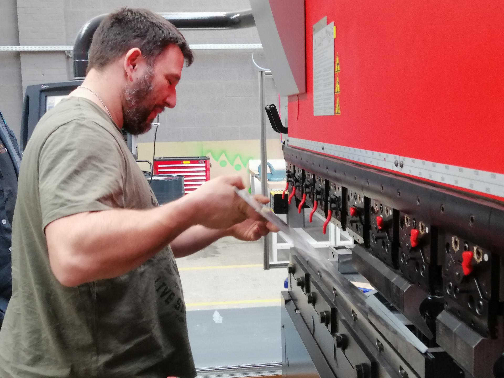 Réalisation d'un coffre à outils.