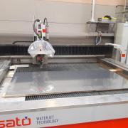 Machine de découpe au jet d'eau RESATO.